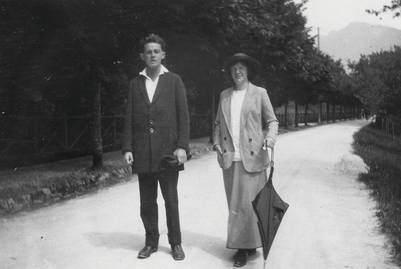 Schiele and Neuzil in Krumau, Czech Republic, 1913. Image via Leopold Museum.