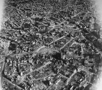 Margaret Bourke-White, <i>Hannover inner city</i> (1945)