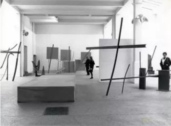 Caro's 1963 show at London's Whitechapel Gallery