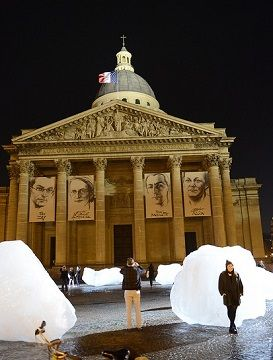Olafur Eliasson's Ice Watch installation in Paris (2015)