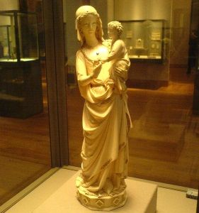 <i>The Virgin and Child from the Sainte-Chapelle</i> (c. 1260-1270), a Gothic masterpiece carved in ivory that exhibits the Gothic era's ideal of feminine beauty.