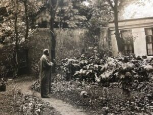 Klimt in the garden of his studio (1910)