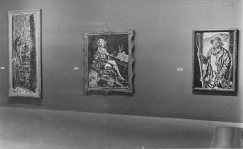 <i>American Realists and Magic Realists</i>, exhibition photograph at the Museum of Modern Art, New York, featuring the work of Ivan Albright (1942).