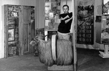 Rauschenberg in his Front Street studio, New York, (1958). Photo by Kay Harris
