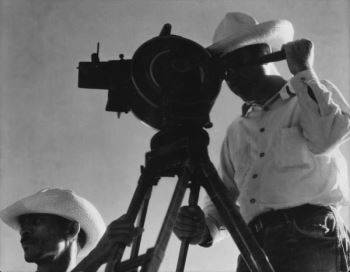 Strand on the set of <i>Redes</i>, filming with a hand-cranked Akeley camera (1934)