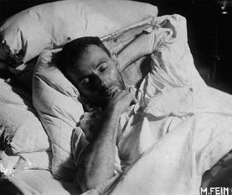 Schiele on his deathbed (1918). Photograph by Martha Fein